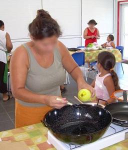 Atelier culinaire avec des mamans et leur enfant