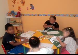 Enfant de 4 à 7 ans en séance d'ETP